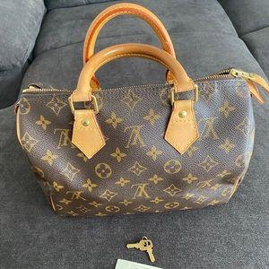 950$ Louis Vuitton Speedy 25